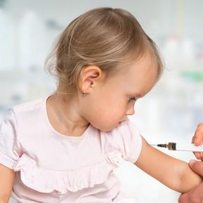 Vacuna de la meningitis B 'Bexsero': tras tres años de administración en Reino Unido se han reducido los casos en un 75%