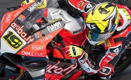 ¡Demoledor! Álvaro Bautista arrasa en Superbikes llevándose su primera victoria en Phillip Island