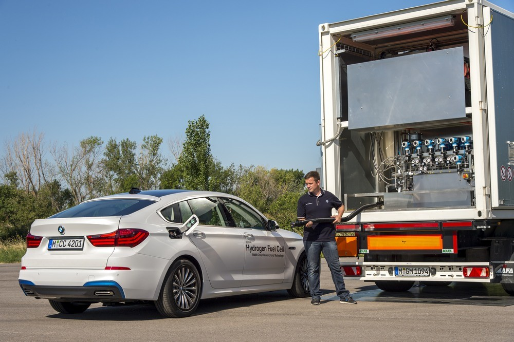 The Prototype Hydrogen-Powered BMW and Toyota Begin Its Testing Phase - tinoshare.com