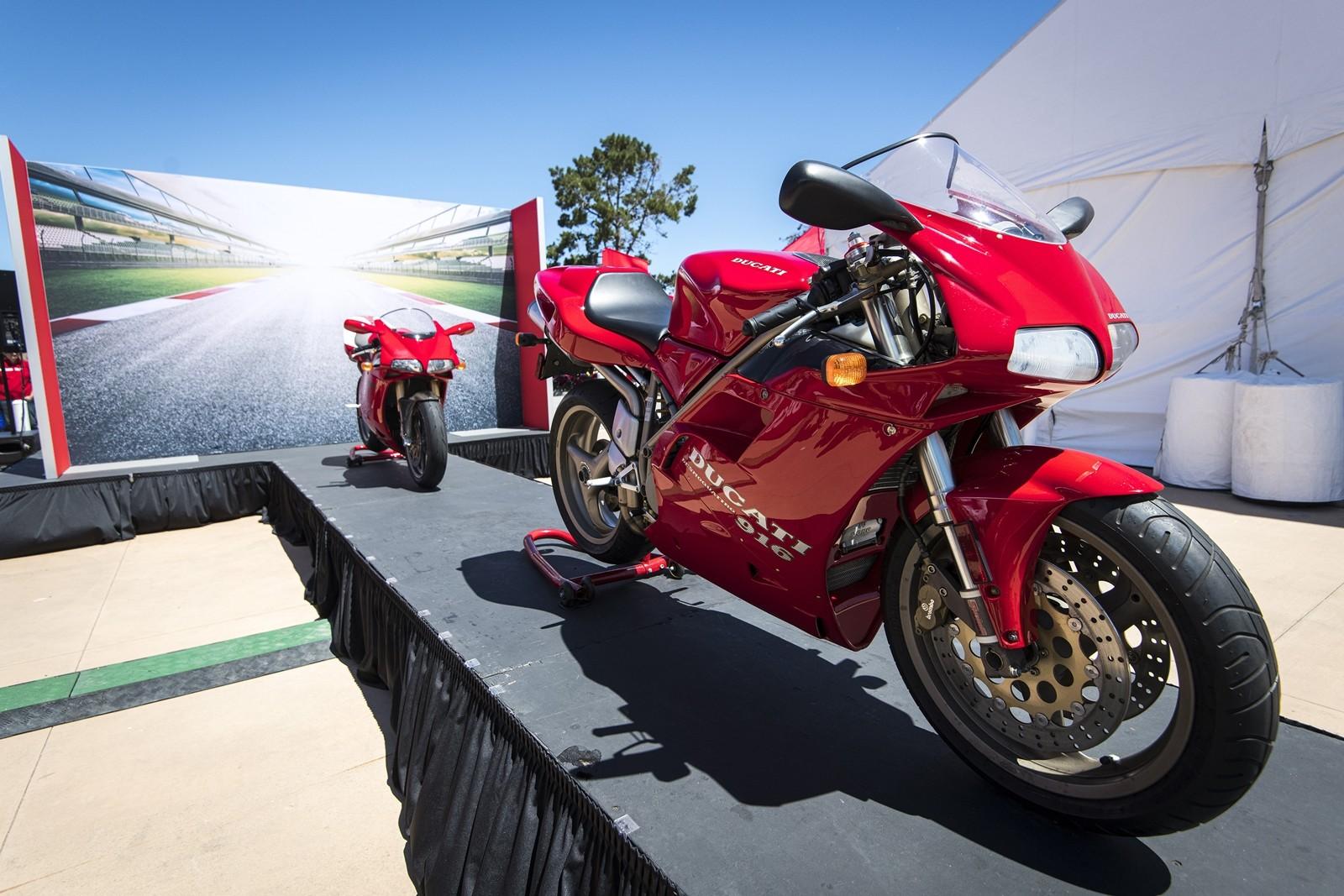Foto de Ducati Panigale V4 25° Anniversario 916 (32/73)
