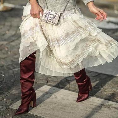 Botas altas, anchas y por debajo de las rodillas: así son el modelo estrella de la temporada