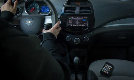 """General Motors y Apple detallan las funcionalidades del modo """"ojos libres"""" de Siri"""