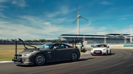 ¿Qué necesitas para grabar un video del Nissan GT-R Nismo? ¡Otro GT-R Nismo!