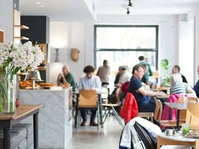 Cinco encantadoras cafeterías madrileñas donde sentirse como en casa