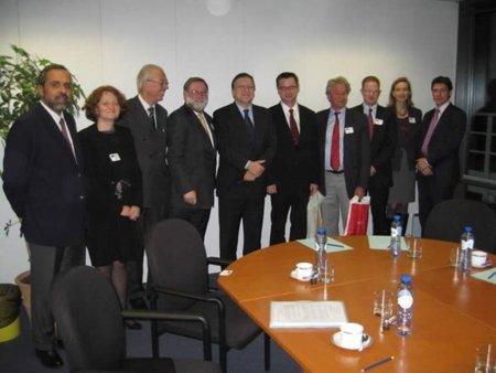 """Los del Libro se reúnen con Barroso, el """"Presidente de Europa"""" al que ya han engañado alguna vez"""