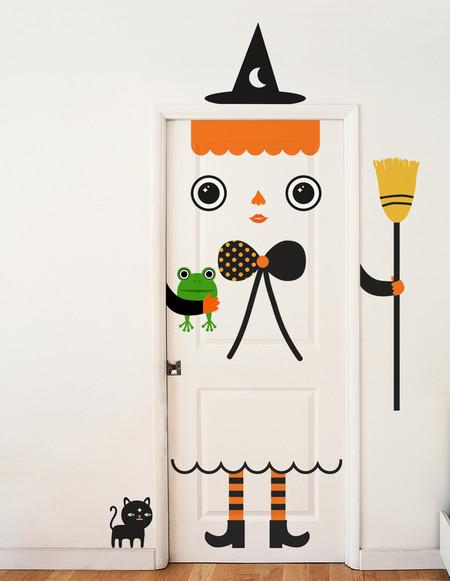 Deja que la creatividad vinílica llene tu hogar con estas puertas mágicas