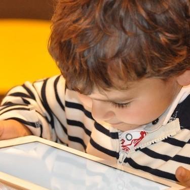 Niños y uso de pantallas electrónicas: consejos para cuidar su salud visual