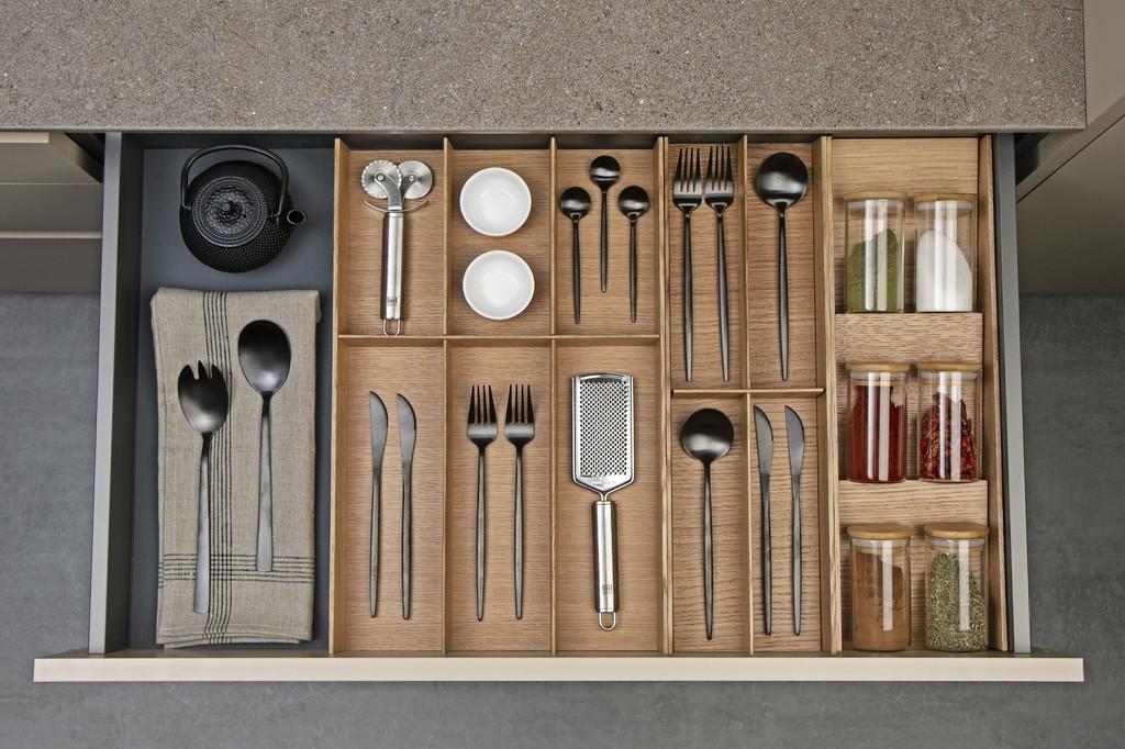 Orden en la cocina con los accesorios y sistemas de almacenaje más punteros del momento