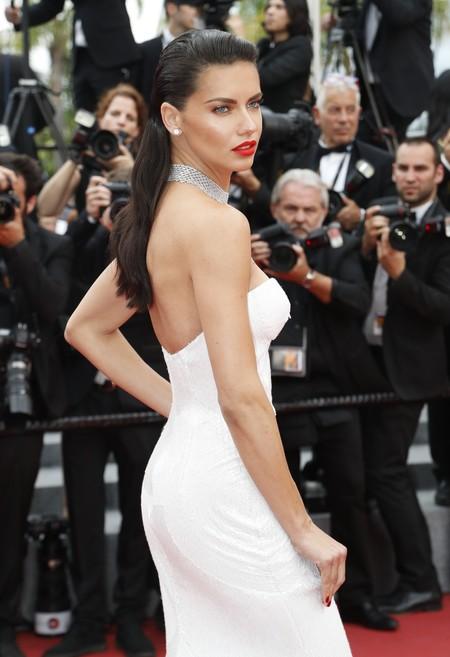 Que no falte una modelo en la alfombra roja del Festival de Cannes