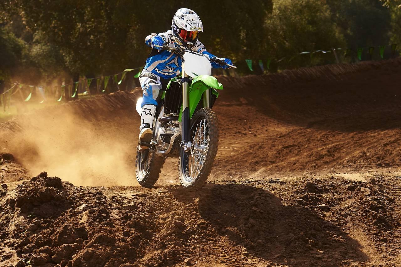 Foto de Nueva Kawasaki KX450F 2013: de la experiencia del AMA Supercross y Motocross a tu garaje (Acción) (9/42)
