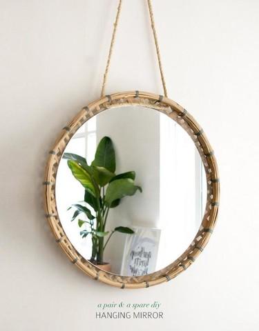 Hazlo tú mismo: Un espejo colgante de bambú con un 'look' veraniego