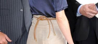 Porque los detalles importan, un cinturón de cuero con toques metalizados