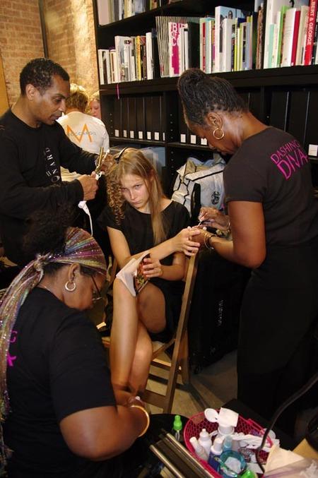 Nos vamos al backstage de la Semana de la Moda de Nueva York: objetivo, las uñas