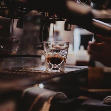 Esta cafetera superautomática de De'Longhi, rebajada a mitad de precio en Amazon, es perfecta para los amantes del café
