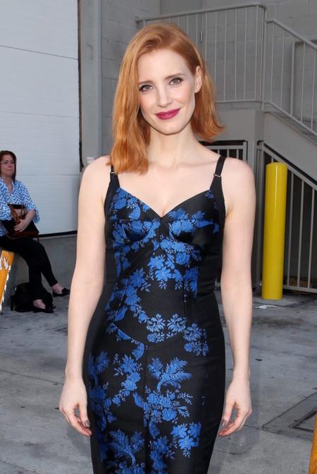 Sólo Jessica Chastain sabe combinar un peinado tan juvenil con un vestido que nos deja bien claro que es toda una mujer
