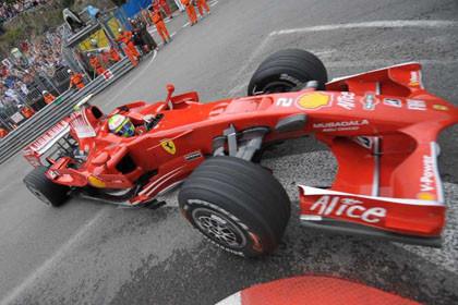 Ferrari no acaba con su 'gafe' en Mónaco