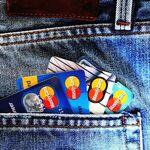 Usar tarjetas de crédito normalmente es una mala decisión financiera pero algunas permiten ganar dinero: te contamos cuáles y cómo