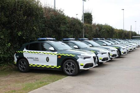 La Guardia Civil sigue apostando por el Alfa Romeo Stelvio Q4 como coche patrulla, sumando más de 100 unidades