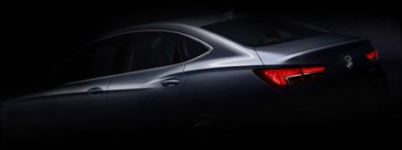 El Buick Verano se deja ver en la oscuridad antes de Shanghái