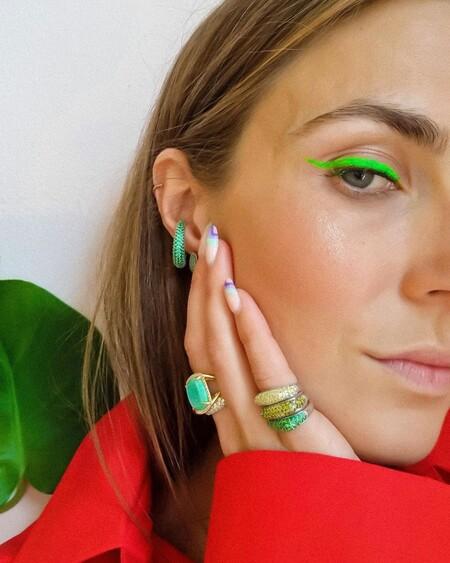 Los eyeliners a todo color (y acabado neón) seguirán revolucionando el mundo del maquillaje