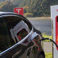 Tras años incumpliendo con la GPL, Tesla libera el código fuente de algunas de sus tecnologías