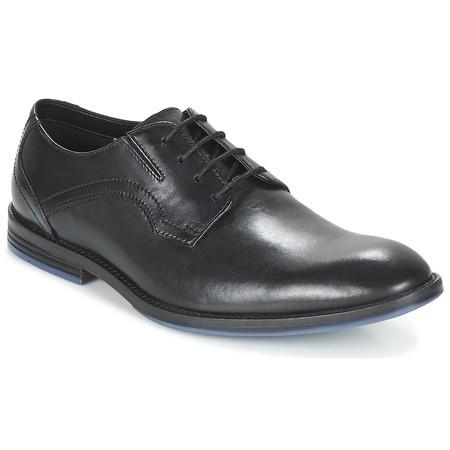 ¿Tienes comuniones o bodas pendientes? los  zapatos Clarks Prangley Walk están por 48 euros en Amazon