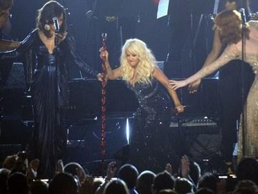 Christina Aguilera, a ver si alcanzas la redención partiéndote la crisma