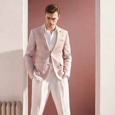 Los trajes de Zara para este verano se tiñen (sorprendentemente) de rosa