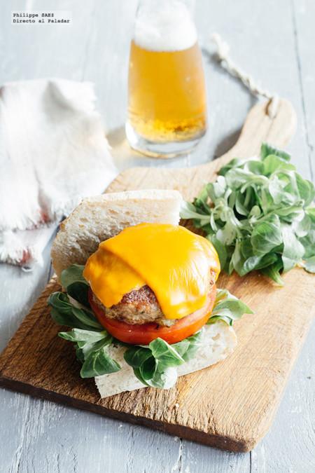 Hamburguesa de carne de cerdo con queso azul. Receta