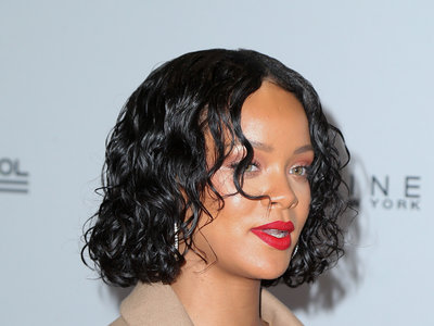 Rihanna se pone el traje de Tony Soprano para los premios Annual Benefit de la escuela Parsons
