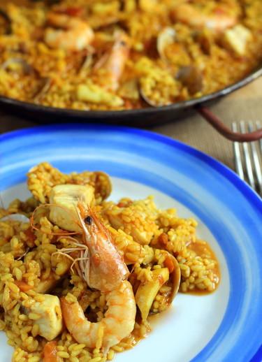 Paella fácil de pescado y marisco. Receta