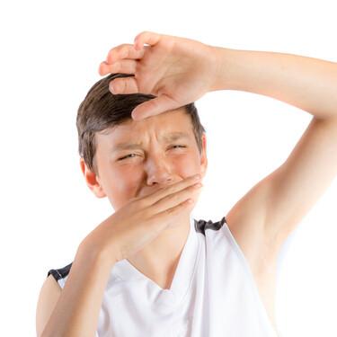 Sudor y olor corporal en la adolescencia: a qué se debe y cómo combatir esta molestia tan común