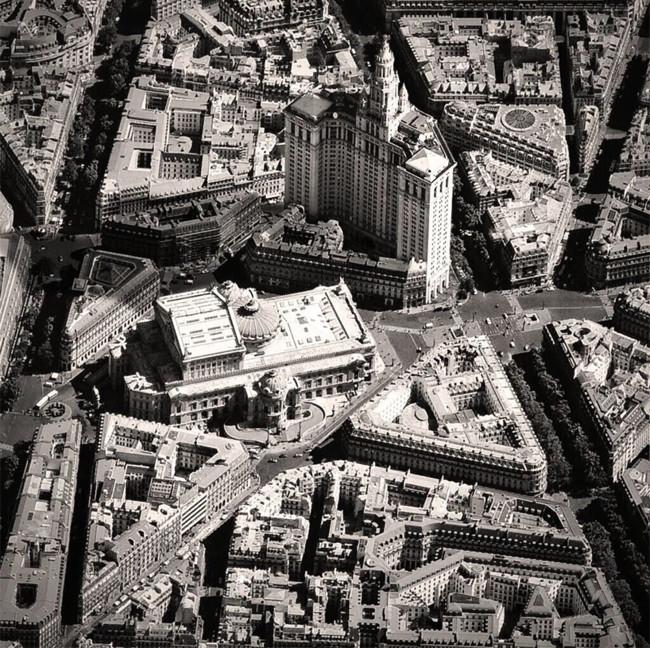 Imaginemos por un momento un París con rascacielos y elementos neoyorquinos, ¿cómo luciría?