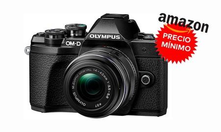 La Olympus OMD E-M10 Mark III con objetivo 14-42mm está a su precio más bajo hasta la fecha en Amazon: la tienes rebajada en 120 euros