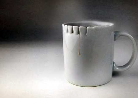 Una taza para el té un poco tétrica