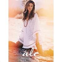 Cómo no va a vender ropa Alessandra Ambrosio, ¡con lo bien que le queda!