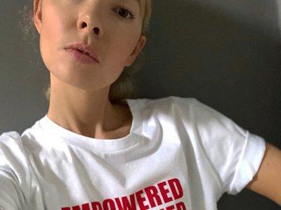 Las RRSS celebran el Día de la Mujer con una camiseta poderosa (y feminista) firmada por Mango