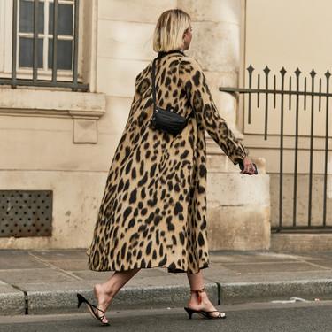 El street style lo tiene claro: sí rotundo a los abrigos (extra) largos