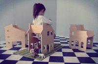 Casa de muñecas y silla, dos en uno