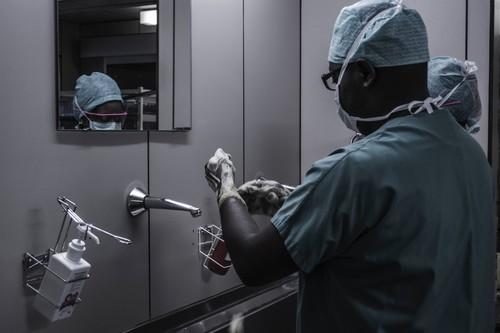 Reino Unido usará Alexa para dar consejo médico: un acuerdo entre Amazon y el NHS marca el futuro cercano de la medicina digital