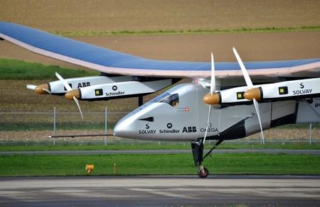 ¿Cuál es la mayor altitud que ha alcanado un avión propulsado con energía solar?
