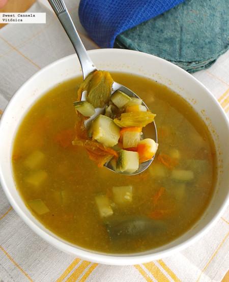 Sopa de verduras a la mexicana. Receta saludable