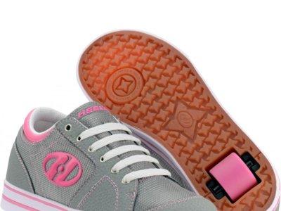 Los pediatras alertan del peligro que suponen las zapatillas con ruedas