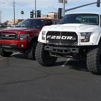 Olvida el Ford F-150 Raptor... porque puedes tener un MegaRaptor