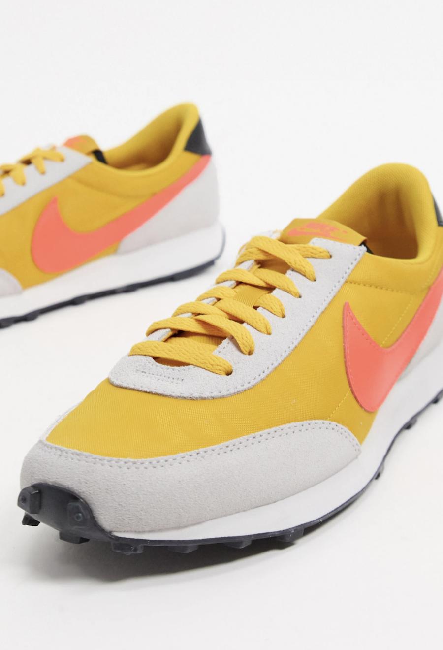 Zapatillas en amarillo y rojo Daybreak de Nike