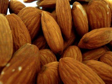 Aceite de almendras, un cosmético natural muy útil