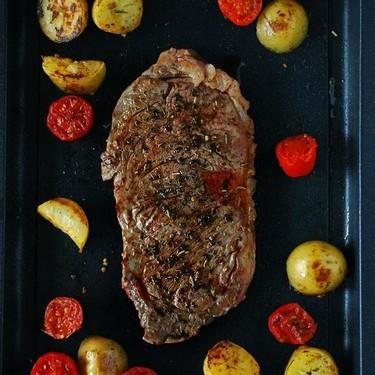 Entrecot a la plancha con zaatar, patatas y tomatitos: receta para carnívoros empedernidos