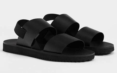 Con Calcetines O Sin Ellos Asi Se Llevan Las Mejores Sandalias Para El Verano Gracias A Bershka