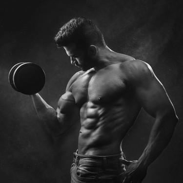 Cuida tu flora intestinal si quieres ganar músculo: estos son los alimentos que pueden ayudarte a lograrlo
