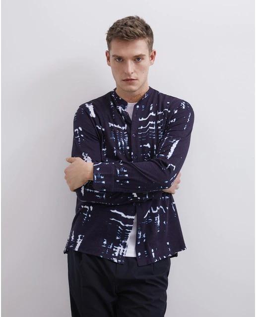 Camisa de hombre regular con estampado tie-dye en azul marino